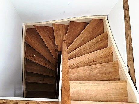 Treppe mit Eichentritten, von Arbos hergestellt