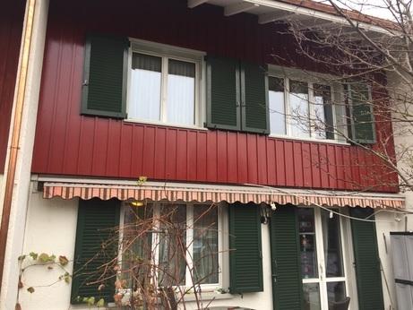 Rückansicht Deckleistenschalung Tannenholz gestrichen