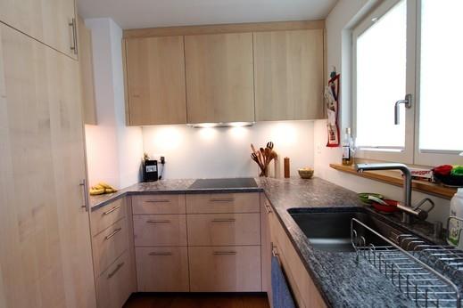Küche mit Fronten aus europäischem Ahorn